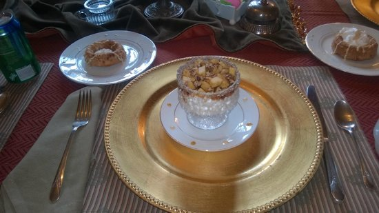 Sobotta Manor Bed & Breakfast: Cranberry muffin with yogurt, topped with apples, pecans and caramel