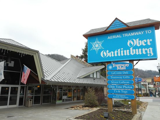 Ober Gatlinburg Amusement Park & Ski Area : Sign from street. Most attraction are a tram away