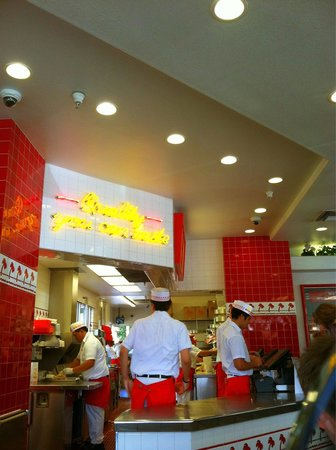 In-N-Out Burger: Great service! Great food!