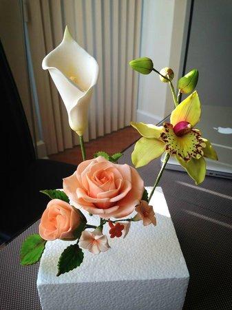 Bonnie Gordon College of Confectionary Arts: The art of sugar blossoms