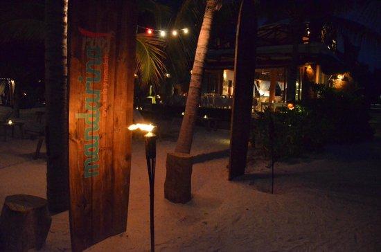 Holbox Hotel Casa las Tortugas - Petit Beach Hotel & Spa : Hotel at night.