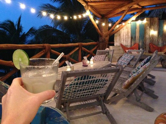 Holbox Hotel Casa las Tortugas - Petit Beach Hotel & Spa : Roof top bar and margarita.