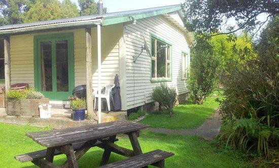 Wangapeka Backpackers - Atawhai Farmstay : The house