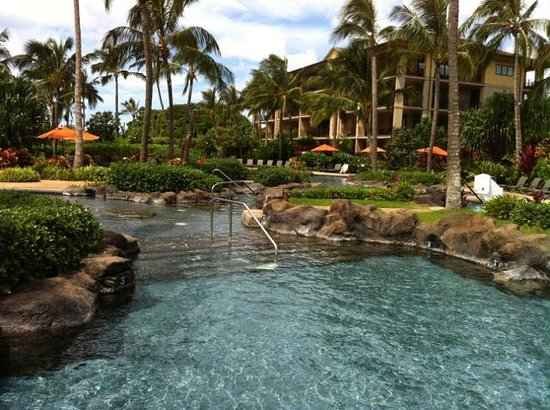 Koloa Landing Resort : Paradise at the pool.