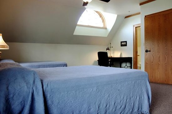 Thompson Community Center: The suite bedrooms feature queen size beds