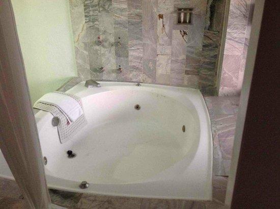 Park Royal Huatulco : whirlpool tub
