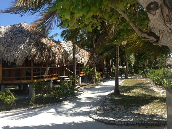 St. George's Caye Resort : Ocean Front cabanas and walkway