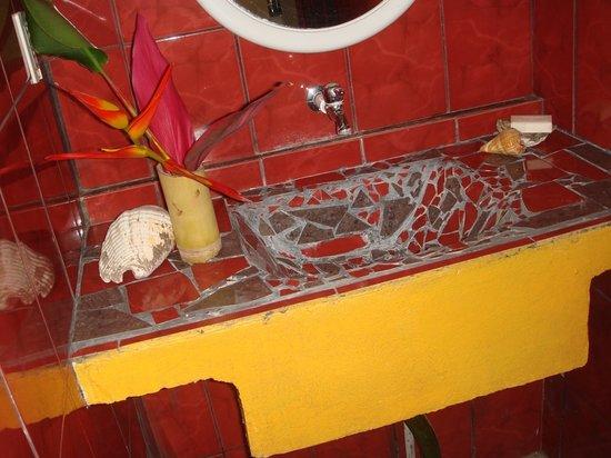 Tropical Pasta: Bathroom detail