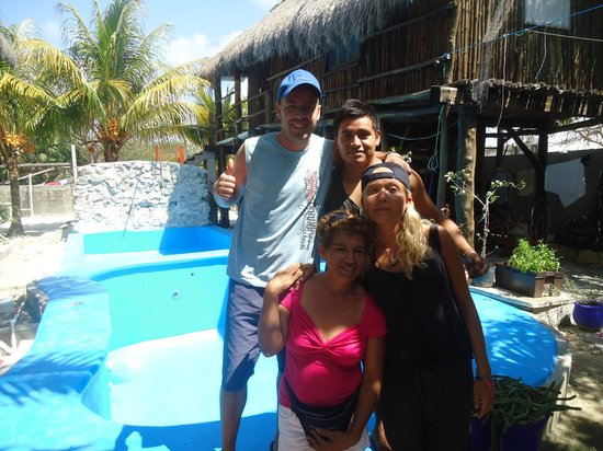 Lobo Inn : Me,Linda and owners