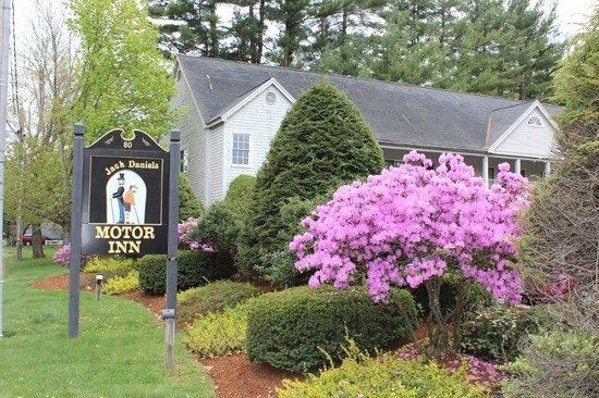 Jack Daniels Motor Inn: Springtime in Peterborough, NH