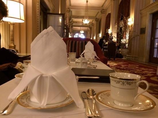 Willard InterContinental Washington: long hallway where tea is served