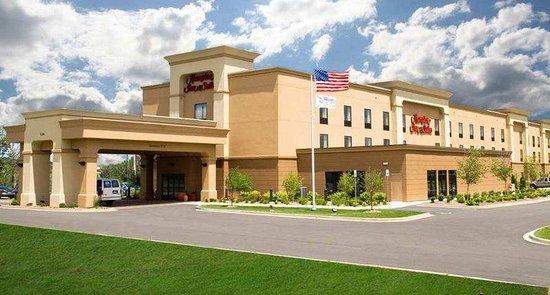 Hampton Inn & Suites Grand Rapids Airport / 28th St : Exterior