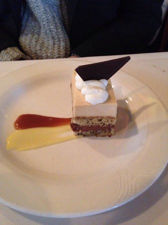 Bacco Ristorante : A banana cake with caramel and chocolate