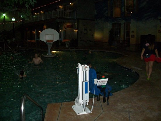 The Country Springs Hotel: Pool area - handicap accessible