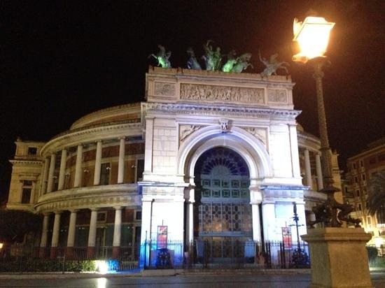 Artemisia Palace Hotel: Politeama theatre, 100mts from the hotel.