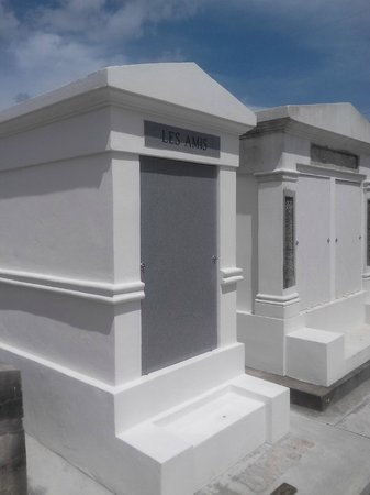 French Quarter Phantoms : A Shared Crypt