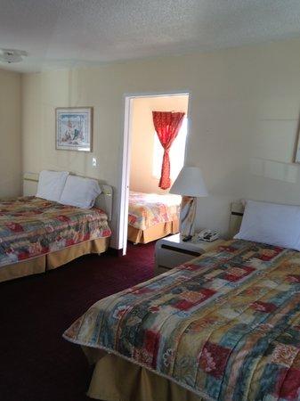 Stateline Economy Inn & Suites: Family Unit