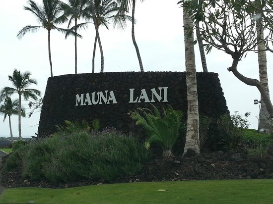 Mauna Lani Bay Hotel & Bungalows : The Grand Entrance