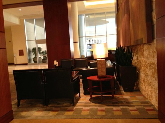 Sheraton Grand Phoenix : Seating in lobby
