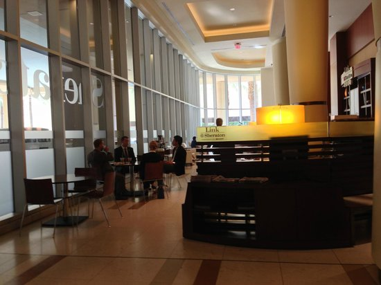 Sheraton Grand Phoenix: Internet cafe in the lobby