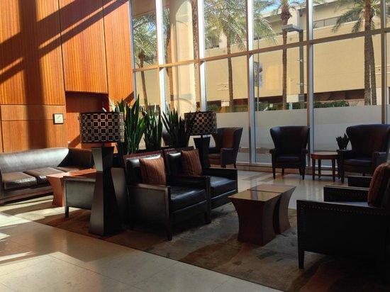 Sheraton Grand Phoenix: Seating in lobby
