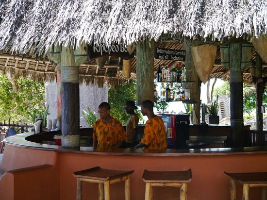 Baobab Beach Resort & Spa : Pool Bar staff at work