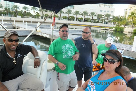 Cayman Private Charters : Waiting on the mechanic