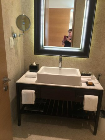 Lanson Place Bukit Ceylon Serviced Residences: bathroom