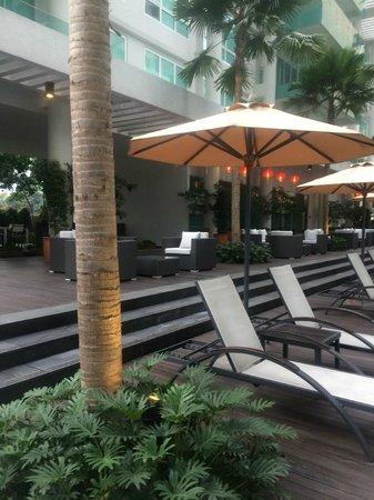 Lanson Place Bukit Ceylon Serviced Residences: Lots of lounges