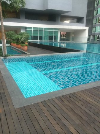 Lanson Place Bukit Ceylon Serviced Residences: pool