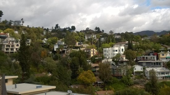 Hollywood Hills Hotel: View to north from balcony