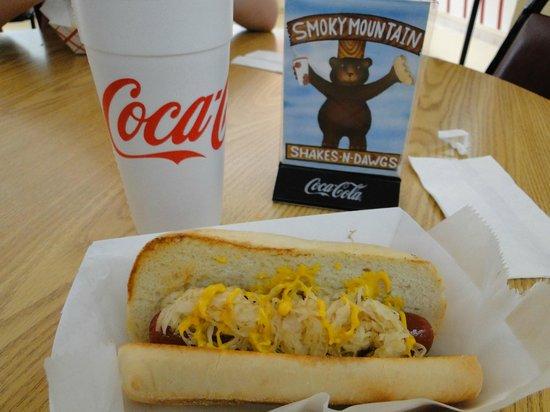Smoky Mountain Shakes N Dawgs: Cheddar Bacon Dawg