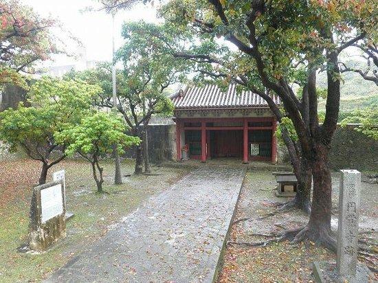 Ruins Of Enkaku Shineato: 円覚寺跡の門