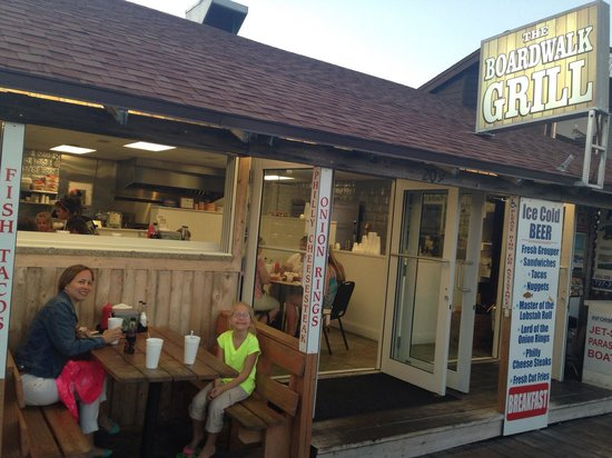 The Boardwalk Grill: Such a cute, picturesque place with a great view