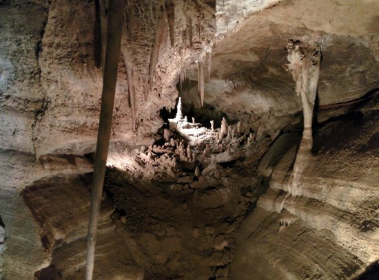 Cave of the Winds : Inside on the discovery tour.
