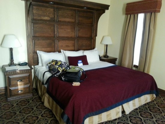 Best Western Premier Mariemont Inn: King size bed with memory foam mattress