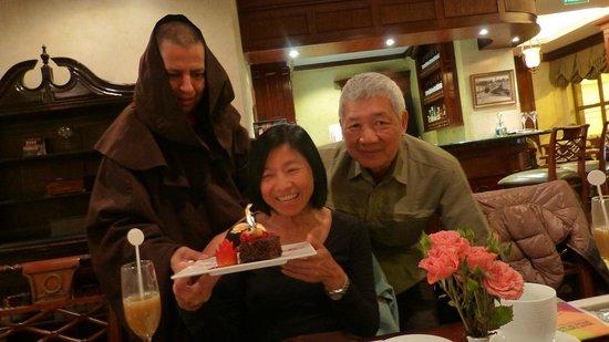 Cafe Plaza Grande : Birthday Service!