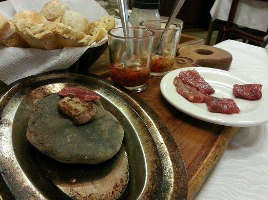 Campo Grande Resto Bar: Carne a la piedra como atención de la casa