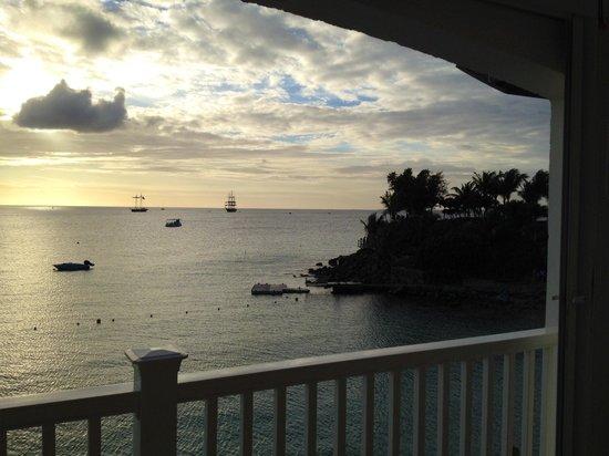 Grand Case Beach Club: Da sacada ( balcony) do nosso quarto Tenho muitas fotos incríveis tiradas se lá ( 3. Floor)