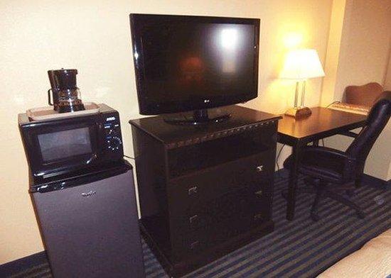 Super 8 Merriam Shawnee: guest room