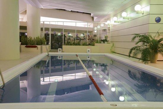 Hilton Tokyo: Hotel Pool