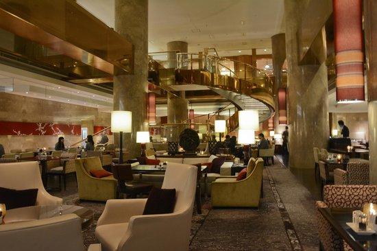 Hilton Tokyo: Lobby view 3