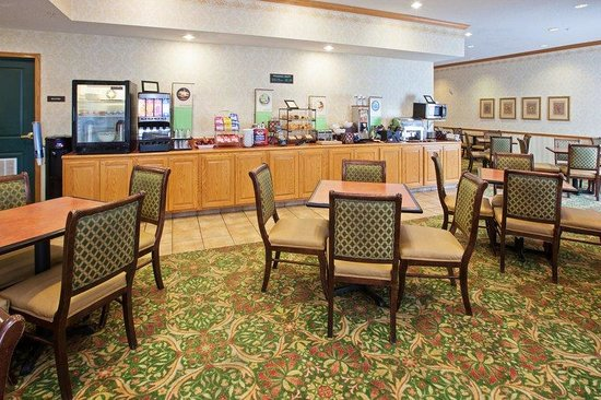 Country Inn & Suites By Carlson, Indianapolis Airport South: CISIndianapolis Airport Breakfast