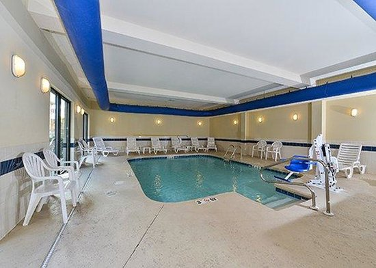 Holiday Inn Express & Suites Mobile West - I-65: Pool