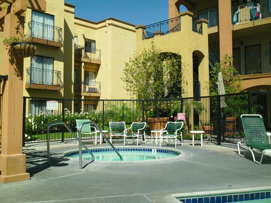 CW Suites Hotel - John Wayne Airport: sitting at the pool