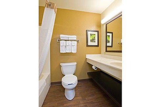 Extended Stay America - Los Angeles - Torrance Blvd.: Bathroom