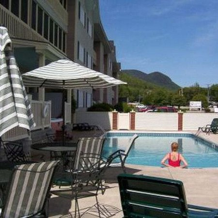 Nordic Inn Condominium Resort: Outdoor Seasonal Pool