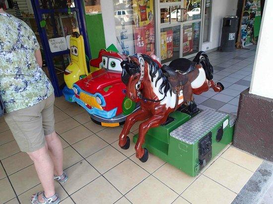 Santa Cruz Bay: rides for the kids