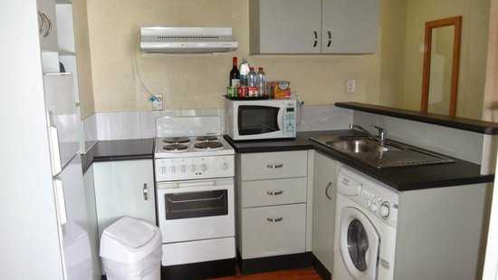 BreakFree Adelaide : Pretty much all you could want in a kitchen (includes washing machine)
