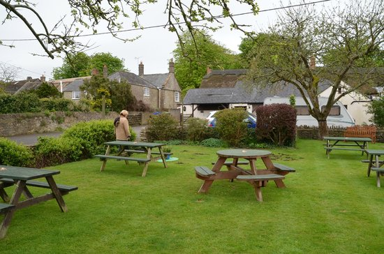 The Crown Inn: Rear garden area